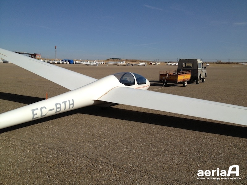 A glider ready for taxiing. Image credit: Pedro Garcia.